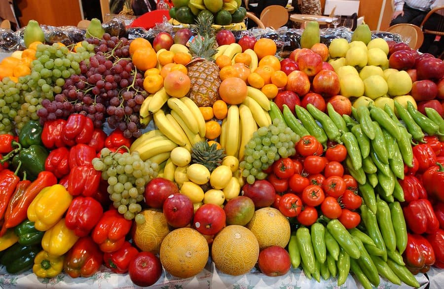 buy food from the market to stay healthy while traveling