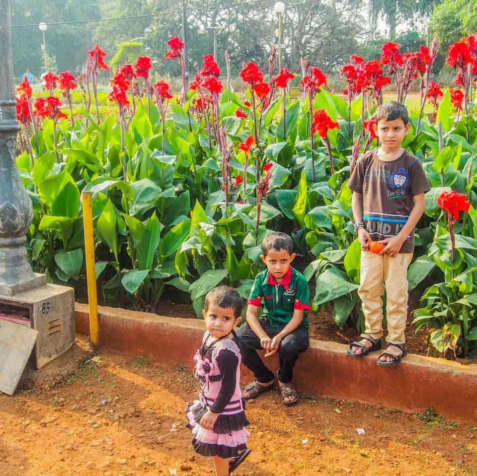 Some awestruck kids in Kamala Neru Park - South Mumbai