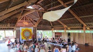 yoga barn - http-::www.catkabira.com:yoga:classes-at-yoga-barn