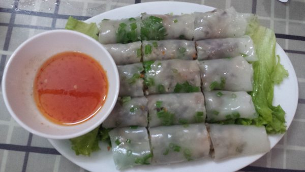 spring rolls with fish sauce