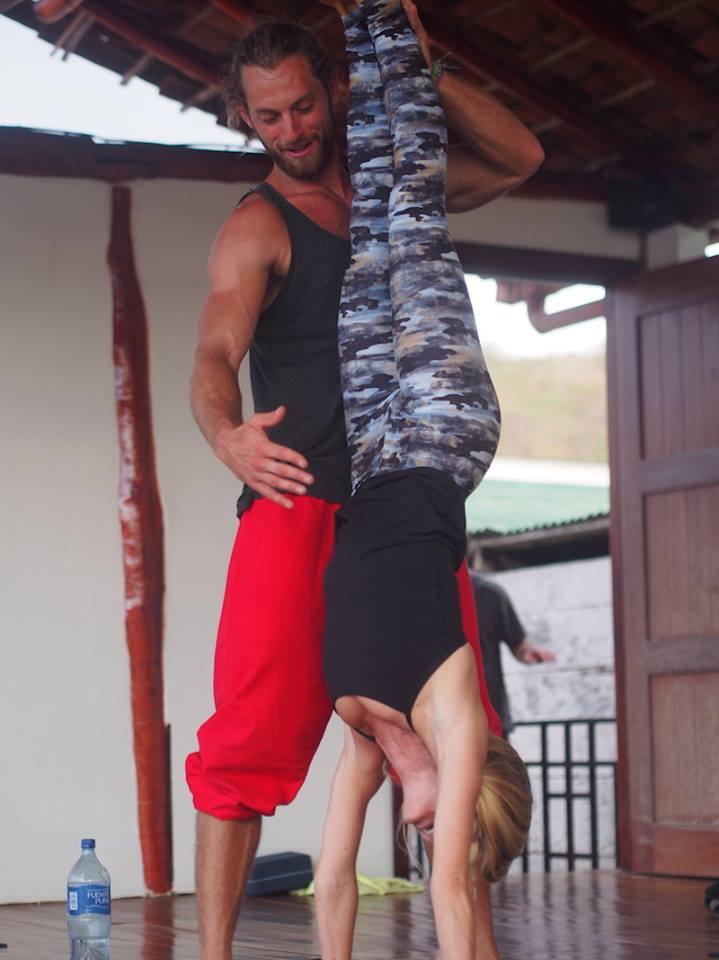 zen yoga nicaragua - duncan buorke - handstand workshop