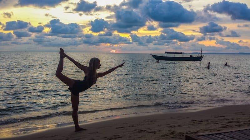 Sunset-Otres-Beach-Cambodia-Anne-dancers-pose-