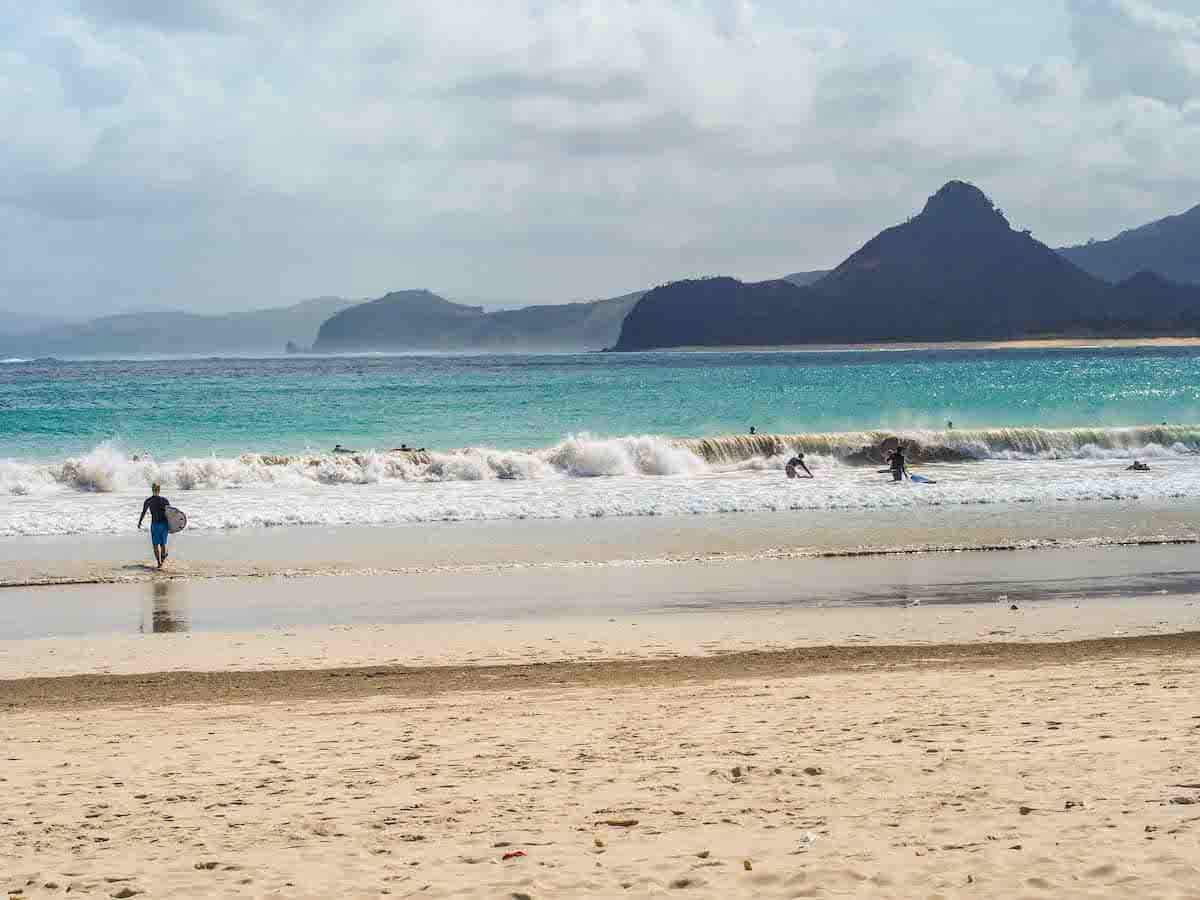 surf-kuta-lombok-brandon-indonesia-waves