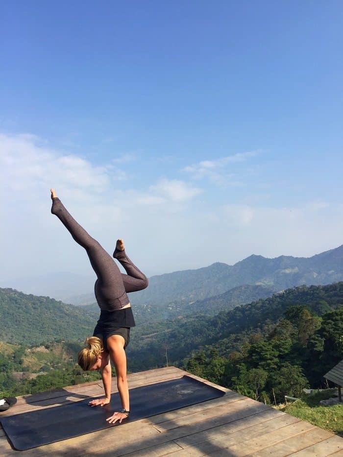 Megan-Snyder-Handstand