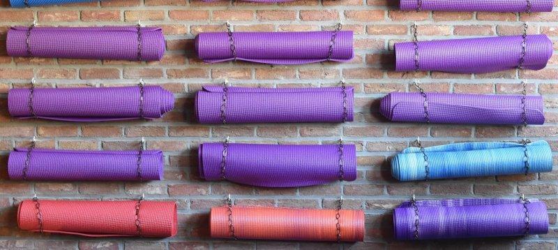 yoga mat storage diy